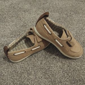 Little boy boat shoe size 6